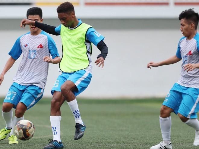 SV-League: Cầu thủ ngoại bùng nổ giải sinh viên trên sân Thống Nhất