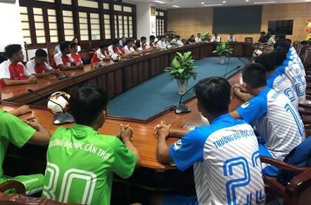 Nhà bảo trợ NutiFood và Ban Tổ chức SV-League 2020 thăm Câu lạc bộ bóng đá Đại học Cần Thơ