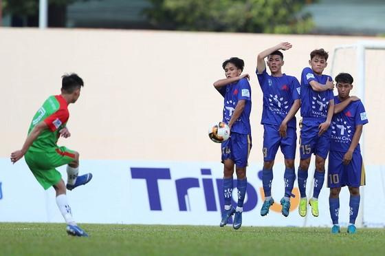 Đội bóng của bầu Thắng hòa Đại học Văn Hiến của ông Đào Hồng Tuyển
